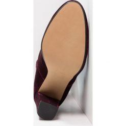 Steve Madden BLAZIN Kozaki na obcasie burgundy. Czerwone buty zimowe damskie marki Steve Madden, z materiału, na obcasie. W wyprzedaży za 353,40 zł.
