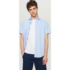 Koszula z mikroprintem slim fit - Niebieski. Niebieskie koszule męskie slim marki Reserved, m. Za 89,99 zł.