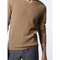 """Swetry klasyczne męskie: Kaszmirowy sweter """"Maxi"""" w kolorze jasnobrązowym"""