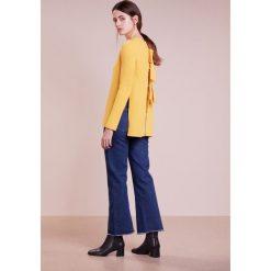 Swetry klasyczne damskie: FTC Cashmere FASHION Sweter mimosa
