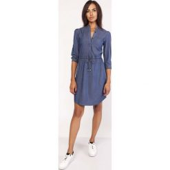 Koszulowa Krótka Sukienka Jeansowa na Stójce. Niebieskie sukienki mini marki Molly.pl, do pracy, l, z jeansu, biznesowe, z koszulowym kołnierzykiem, z krótkim rękawem, koszulowe. Za 168,90 zł.