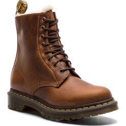 Glany DR. MARTENS - 1460 Serena 23912243 Butterscotch. Brązowe buty zimowe damskie Dr. Martens, ze skóry. W wyprzedaży za 519,00 zł.