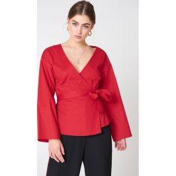 Bluzki damskie: NA-KD Trend Kopertowa bluzka kimono – Red