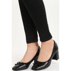 Czarne Czółenka Mikham. Czarne buty ślubne damskie Born2be, ze skóry, na niskim obcasie, na słupku. Za 49,99 zł.