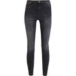 Tommy Jeans HIGH RISE SKINNY SANTANA Jeans Skinny Fit dynamic polk black stretch. Czarne jeansy damskie marki Tommy Jeans, z bawełny. W wyprzedaży za 411,75 zł.