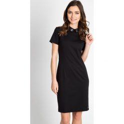 Sukienki: Czarna sukienka z kołnierzykiem QUIOSQUE