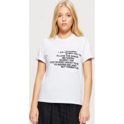 Koszulka z kolekcji EQUAL - Biały. Czerwone t-shirty damskie marki Cropp, l. Za 39,99 zł.