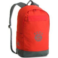 Plecak adidas - Fc Bayern DI0243 Red/Utiivy. Czerwone plecaki męskie Adidas, z materiału. W wyprzedaży za 139,00 zł.