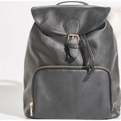 Plecak z brelokiem - Czarny. Czarne plecaki damskie Sinsay. Za 79,99 zł.