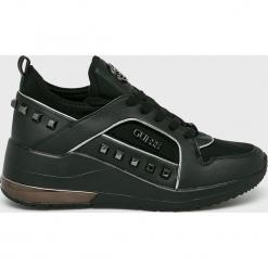 Guess Jeans - Buty. Czarne buty sportowe damskie Guess Jeans, z aplikacjami, z gumy. Za 629,90 zł.