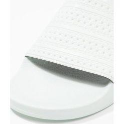 Sandały damskie: adidas Originals ADILETTE Sandały kąpielowe linen green