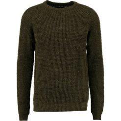 Swetry klasyczne męskie: Suit IRON Sweter dark green