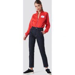 Spodnie damskie: NA-KD Trend Jeansy z kontrastowymi szwami - Blue