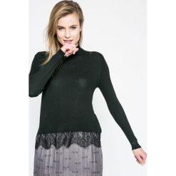 Jacqueline de Yong - Sweter. Szare swetry klasyczne damskie Jacqueline de Yong, l, z dzianiny. W wyprzedaży za 59,90 zł.