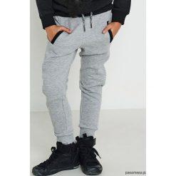 Spodnie dresowe. Szare spodnie dresowe dziewczęce Pakamera, z bawełny. Za 79,00 zł.