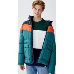 Bluza z dzianiny dresowej frotte z panelami. Zielone bejsbolówki męskie Pull&Bear, m, z dresówki. Za 79,90 zł.
