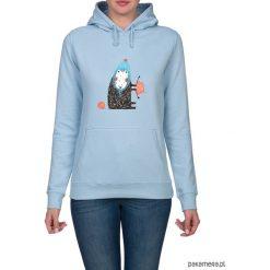 Bluza damska z owieczką. Niebieskie bluzy z kapturem damskie marki Pakamera, z bawełny. Za 119,00 zł.