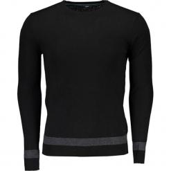 Sweter w kolorze czarnym. Niebieskie swetry klasyczne męskie marki Reserved, l, z okrągłym kołnierzem. W wyprzedaży za 279,95 zł.