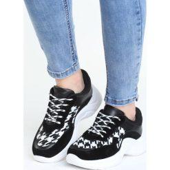 Czarno-Białe Buty Sportowe Pair Sect. Czarne buty sportowe damskie marki DOMYOS, z bawełny. Za 99,99 zł.