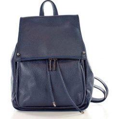 Skórzany Granatowy plecak damski AMBER. Niebieskie plecaki damskie Vera Pelle, w paski, ze skóry. Za 299,00 zł.