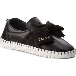 Półbuty CARINII - B4373 E50-360-000-C91. Czarne półbuty damskie skórzane Carinii, na płaskiej podeszwie. W wyprzedaży za 199,00 zł.