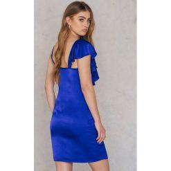 Sukienki asymetryczne: NA-KD Trend Sukienka mini z asymetryczną falbaną – Blue