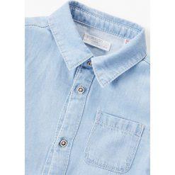 Mango Kids - Koszula dziecięca Daniel 80-104 cm. Szare koszule chłopięce z długim rękawem marki S.Oliver, l, z bawełny, z włoskim kołnierzykiem. W wyprzedaży za 39,90 zł.
