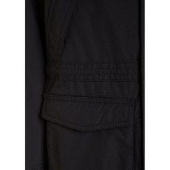 Napapijri SKIDOO OPEN LONG Kurtka zimowa black. Niebieskie kurtki chłopięce zimowe marki Napapijri, z materiału, marine. W wyprzedaży za 975,20 zł.