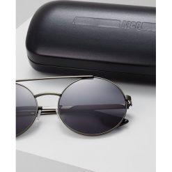 McQ Alexander McQueen Okulary przeciwsłoneczne black. Czarne okulary przeciwsłoneczne damskie lenonki McQ Alexander McQueen. W wyprzedaży za 527,20 zł.