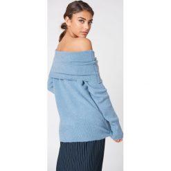 Swetry damskie: NA-KD Trend Szeroki sweter z odkrytymi ramionami - Blue