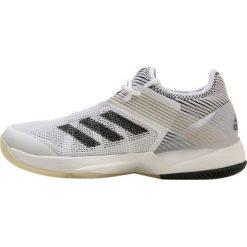 Adidas Performance ADIZERO UBERSONIC 3  Obuwie multicourt ftwwht/cblack. Brązowe buty sportowe damskie marki adidas Performance, z gumy. W wyprzedaży za 359,40 zł.