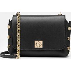Czarna torebka przez ramię damska. Czarne torebki klasyczne damskie Kazar, z aplikacjami, ze skóry. Za 599,00 zł.