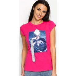 Fuksjowy T-shirt Added Value. Czerwone bluzki damskie marki KALENJI, z elastanu, z krótkim rękawem, krótkie. Za 24,99 zł.