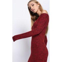 Czerwona Sukienka Seven Wishes. Czerwone długie sukienki Born2be, l, z materiału, z okrągłym kołnierzem, dopasowane. Za 59,99 zł.