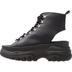 Bronx Sandały na platformie black. Czarne sandały damskie marki Bronx, z materiału. Za 569,00 zł.