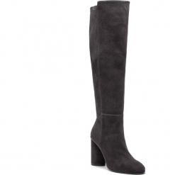 Kozaki STUART WEITZMAN - Eloise 95 YL96247 Asphalt Suede. Szare buty zimowe damskie Stuart Weitzman, z materiału, przed kolano, na wysokim obcasie. Za 3309,00 zł.