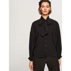 Koszula z wiązaniem przy szyi - Czarny. Czarne koszule wiązane damskie marki Reserved. Za 99,99 zł.