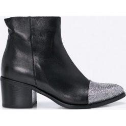 Bayla - Botki. Czarne buty zimowe damskie Bayla, z materiału, na obcasie. W wyprzedaży za 239,90 zł.