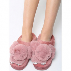 Różowe Kapcie Fluffy Rabbit. Czerwone kapcie damskie marki QUECHUA, z gumy. Za 49,99 zł.