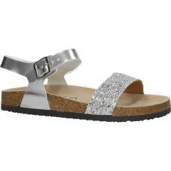 Srebrne sandały z ozdobnym brokatowym paskiem ze skórzaną wkładką na korkowej podeszwie Casu B18X4/S. Szare sandały damskie Casu. Za 39,99 zł.
