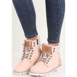 Różowe Traperki Omnitool. Czerwone buty zimowe damskie Born2be, z okrągłym noskiem, na płaskiej podeszwie. Za 109,99 zł.