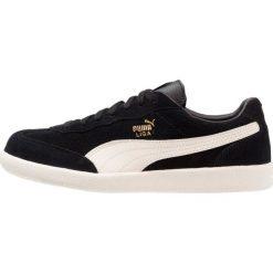 Puma LIGA SUEDE PERF Tenisówki i Trampki black/whisper white/team gold. Czarne trampki męskie Puma, z materiału. W wyprzedaży za 237,30 zł.