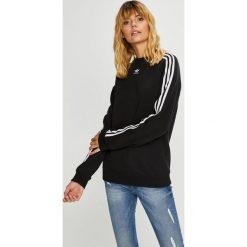 Adidas Originals - Bluza. Szare bluzy damskie marki adidas Originals, na co dzień, z nadrukiem, z bawełny, casualowe, z okrągłym kołnierzem, proste. Za 249,90 zł.