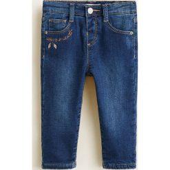 Mango Kids - Jeansy dziecięce Dudesg 80-104 cm. Niebieskie rurki dziewczęce Mango Kids, z aplikacjami, z bawełny. Za 79,90 zł.
