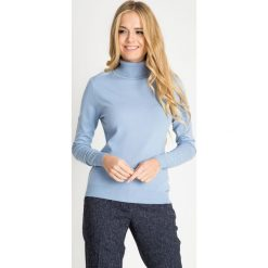 Błękitny sweter z golfem QUIOSQUE. Niebieskie golfy damskie QUIOSQUE, s, z dzianiny. W wyprzedaży za 79,99 zł.