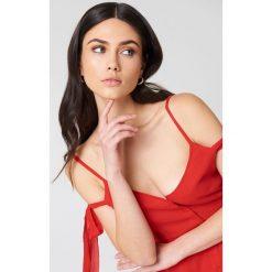 NA-KD Boho Sukienka midi z wiązaniem - Red. Niebieskie sukienki asymetryczne marki NA-KD Boho, na imprezę, w koronkowe wzory, z koronki, boho, na ramiączkach, mini. Za 40,95 zł.