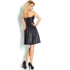 JULIA Gorsetowa sukienka z ekoskóry - czarna. Czarne sukienki z falbanami numoco, z materiału, z gorsetem, gorsetowe. Za 179,99 zł.