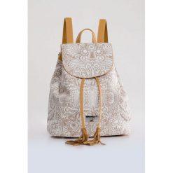 Plecak z kwiatowym printem. Szare plecaki damskie Monnari, ze skóry, boho. Za 91,60 zł.