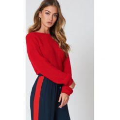 NA-KD Sweter z dzianiny z dekoltem V - Red. Czerwone swetry klasyczne damskie NA-KD, z dzianiny. Za 121,95 zł.