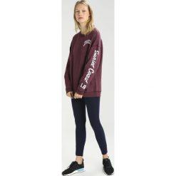 Bluzy rozpinane damskie: Hollister Co. EASY CORE LOGO CREW Bluza burg